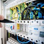 Specialist in kleding voor elektrische veiligheid benadrukt de voordelen van inherente stoffen