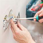 Vreselijke dingen die kunnen gebeuren met DIY elektrische reparaties